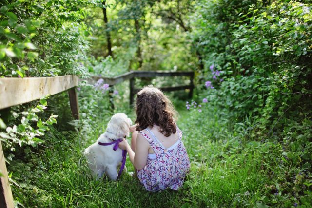 Fille et son chien